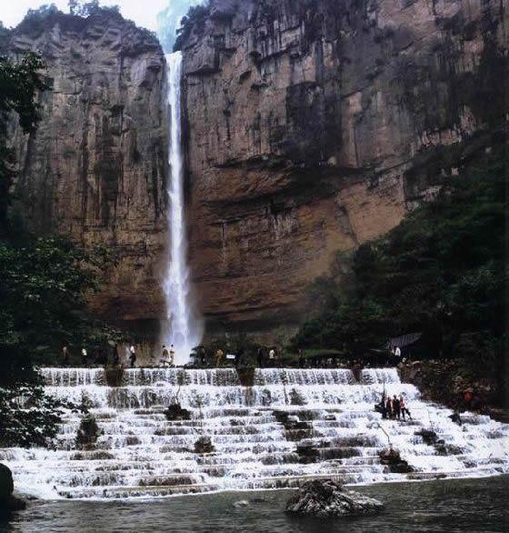天河瀑布生态旅游景区位于荔浦县蒲芦乡,距县城28公里,距桂林市132公